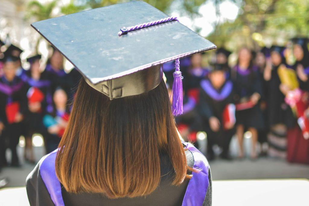 Aluno-de-costas-motivação-na-graduação